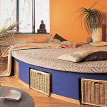 Оригинальная кругла кровать-подиум