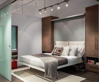 Отличное зонирование для спальни с мебелью трансформер