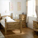 Подростковая спальня из дерева