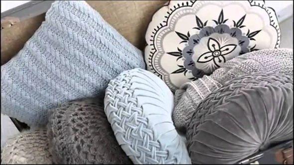 Подушки, вязанные спицами
