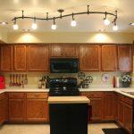 Подвесные и встроенные светильники для кухни