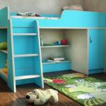 Расположение игровой зоны под кроватью в маленькой детской
