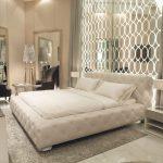 Шикарная белоснежная кровать с мягким изголовьем