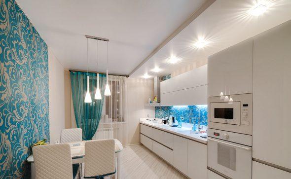 Шикарная светлая кухня в бирюзовых тонах с выгодной подсветкой