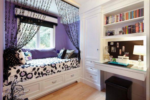 Сиренево-белая спальня с черными элементами