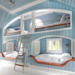 Спальня с морском стиле со встроенными кроватями