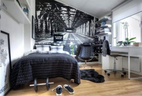 Стильная комната для мальчика со столом у окна