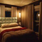 Уютная спальня дачного дома