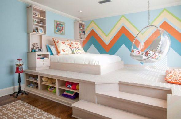 Яркая детская кровать-подиум