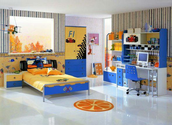 Яркая комната для юного гонщика
