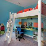 Яркая кровать-чердак для детской
