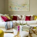 Яркий акцент в интерьере - диванные подушки