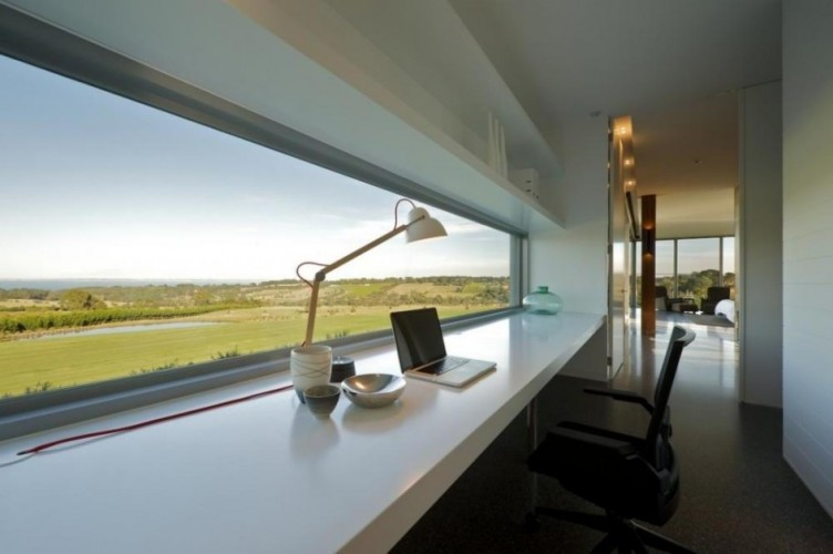 столешница подоконник с видом из окна