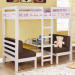 Белая кровать-чердак со столикам и креслами внизу
