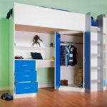 Бело-синяя кровать-чердак с угловым шкафом для одежды и рабочей зоной