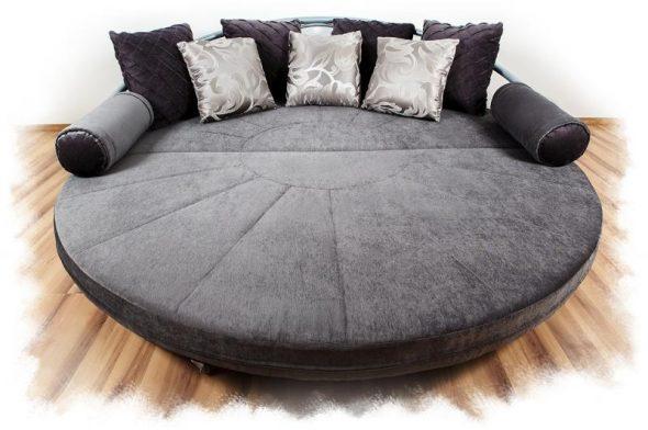 Большой диван круглой формы