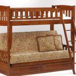 Деревянная кровать для малогабаритных квартир