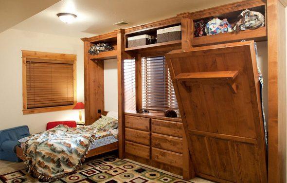 Деревянная стенка с двумя откидными кроватями