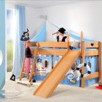 Детская игровая кровать с горкой из массива бука