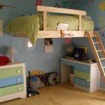 Детская кровать с игровой зоной внизу