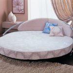 Диван-кровать в интерьере спальни