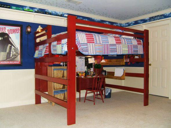 Двуспальная кровать-чердак в классическом исполнении