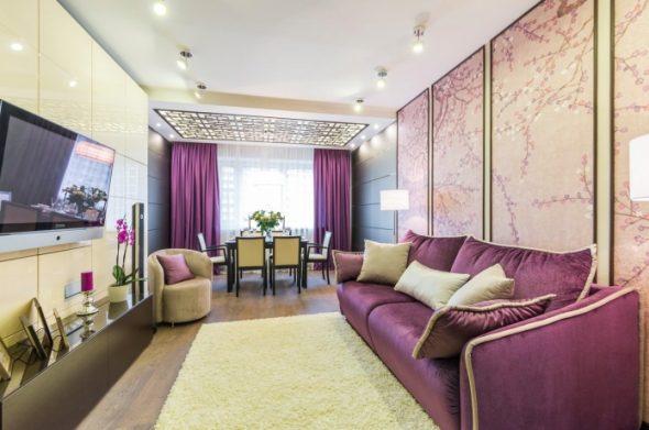 Фиолетовые панно и диван в интерьере