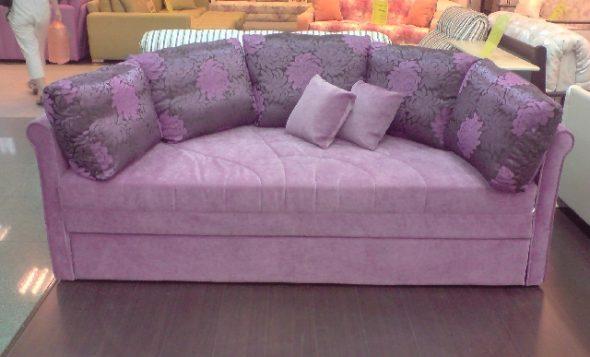 Фиолетовый диван-кровать в собранном виде