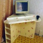 Компьютерный стол из картонных коробок