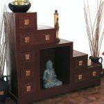 Коричневая крашеная мебель из картона