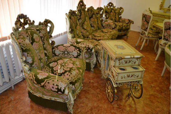 Королевская роскошь в мебели для гостиной
