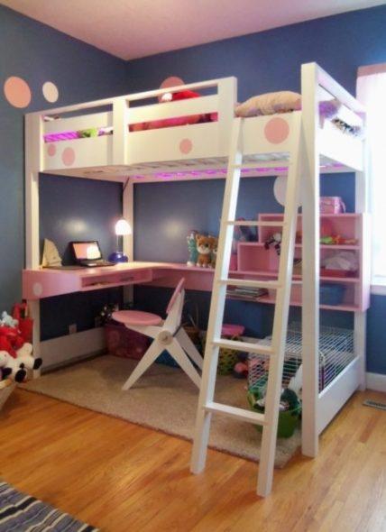 Красивая бело-розовая кровать-чердак