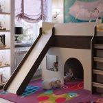 Красивая кровать-чердак с зоной для игр