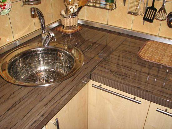 Красивый алюминиевый плинтус для кухни