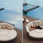 Красивый модульный диван на берегу