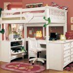 Кровать-чердак из дерева с комодом и рабочим пространством