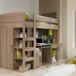 Кровать-чердак с рабочей зоной и боковым шкафом в комнате подростка