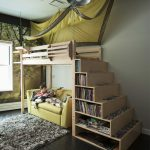 Кровать с балдахином и диваном