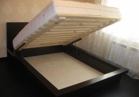 Кровать с подъемным матрасом