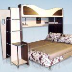 Кровать с полками и разложенным диваном