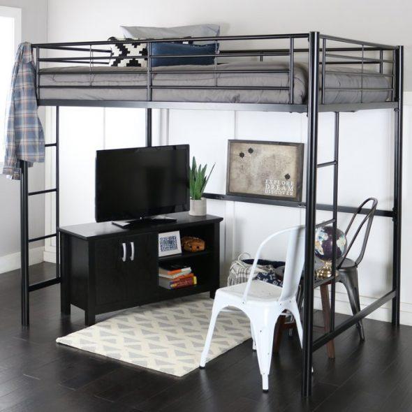 Кровать с вертикальной лестницей