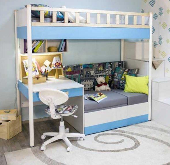 Небольшая кровать-чердак с диваном и рабочей зоной