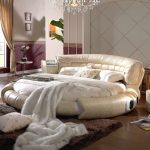 Круглая кровать с мягкой обивкой в интерьере