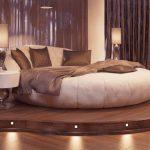 Круглый диван-кровать на подиуме