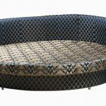 Круглый диван кровать с обивкой орнаменты