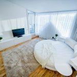 Круглый диван-кровать в скандинавском стиле