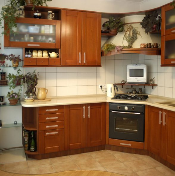 Кухня с расположением плиты и духовки в углу