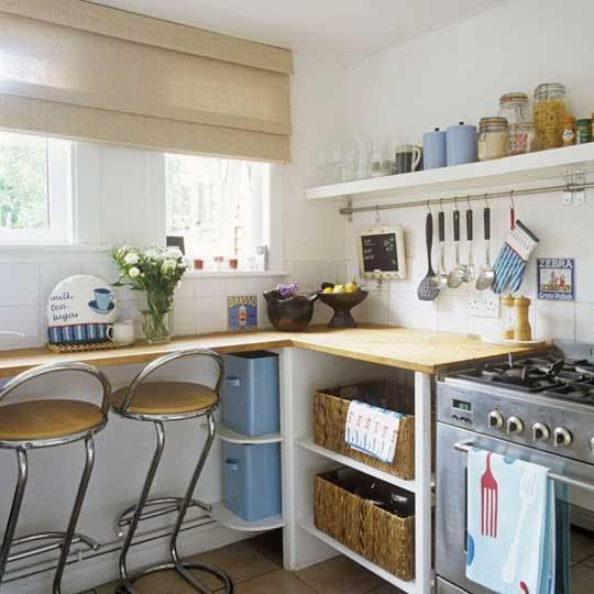 Маленькая кухня с рейлинговой системой