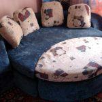 Маленький мягкий диван-кровать