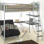 Металлическая кровать-чердак с рабоче зоной и зоной отдыха